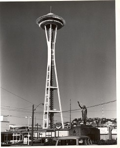 488px-early_photo_of_seattle_space_needle